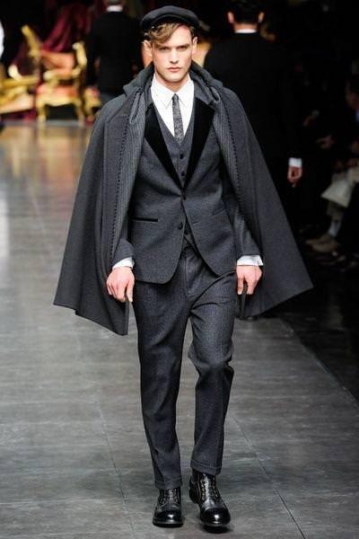 Кейп, или просто -  пальто без рукавов. История еще одной уникальной вещи в гардеробе