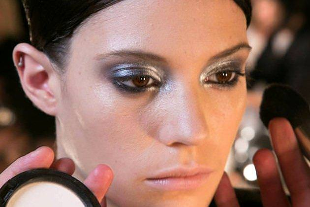 embedded_silver_eyeshadow_trend_fall_2014