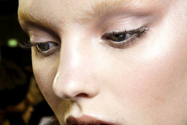 embedded_taupe_eye_makeup_trends_fall_2014
