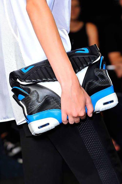 spring_2015_trendy_designer_handbags_from_the_runway_Alexander_Wang