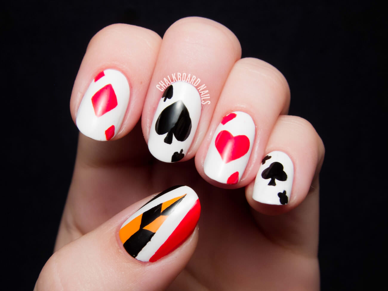 queen-of-hearts-nail-art-5