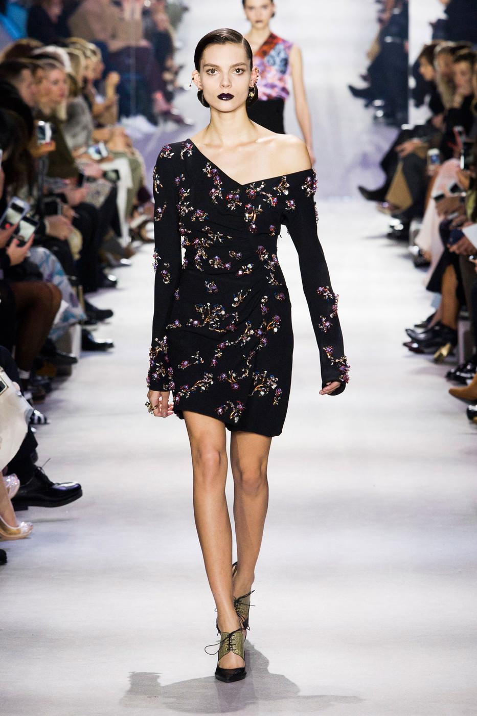 Модні сукні осінь-зима 2016 17  7 трендів сезону (фото) - Жіночий ... 425bf49fd063b