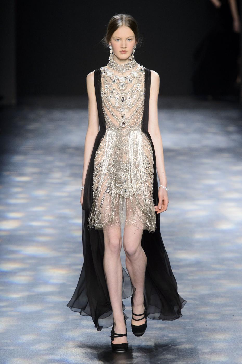 Необычное платье для показа