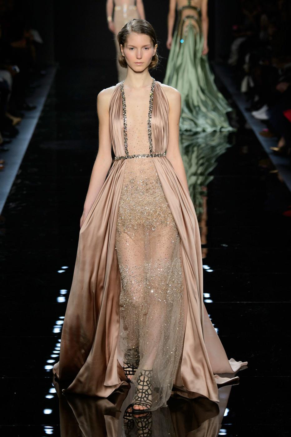Модель для показа платьев