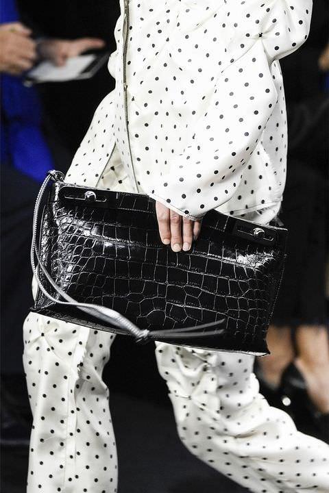 hbz-fw2017-trends-handbags-clutches-loewe-gettyimages-647464984