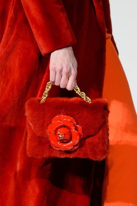 hbz-fw2017-trends-handbags-fur-bags-de-la-renta-clp-rf17-2372