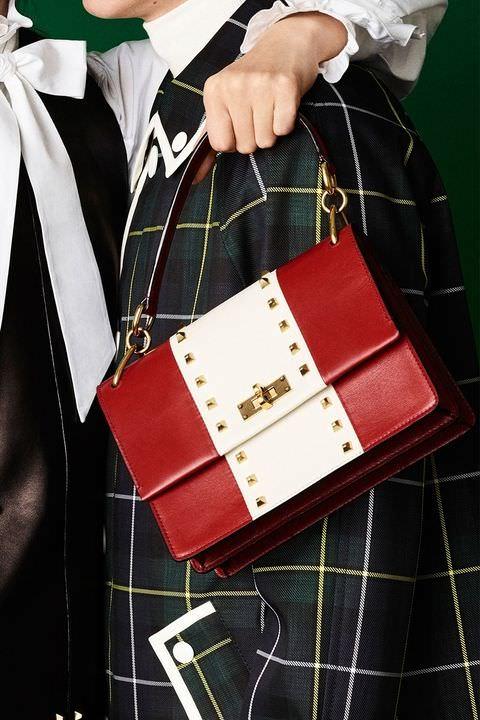 hbz-fw2017-trends-handbags-graphic-bally-02