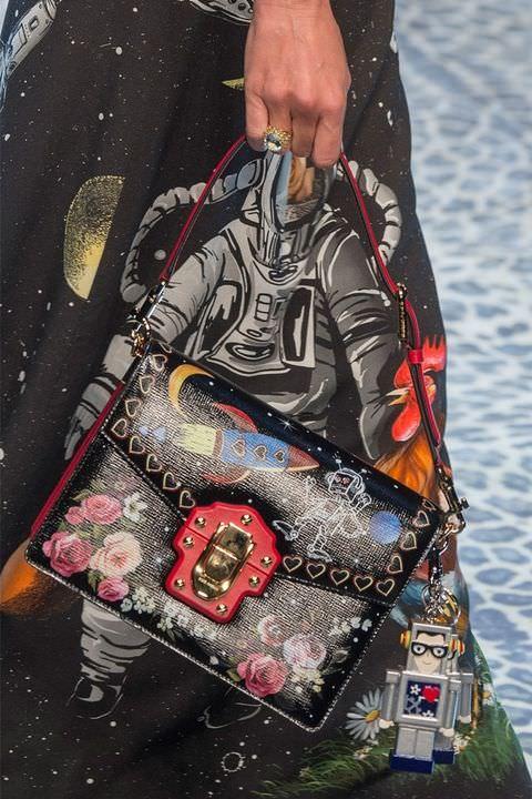 hbz-fw2017-trends-handbags-graphic-dolce-e-gabb-clp-rf17-4921