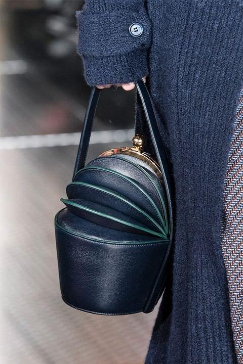hbz-fw2017-trends-handbags-structured-bags-gabriela-hearst-clp-rf17-6886