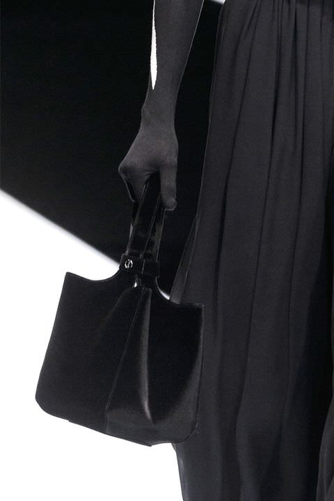 hbz-fw2017-trends-handbags-structured-bags-giorgio-armani-clp-rf17-0655
