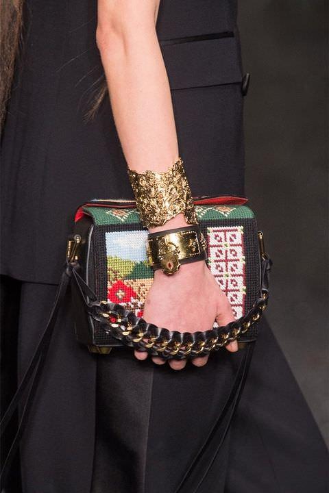hbz-fw2017-trends-handbags-structured-bags-mcqueen-clpi-rf17-2309